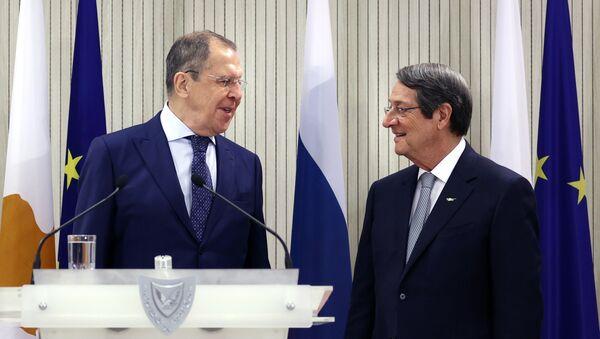 El ministro de Exteriores ruso, Serguéi Lavrov, y el presidente de Chipre, Nikos Anastasiadis - Sputnik Mundo