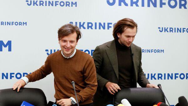 Iván Kravtsov (derecha) y Antón Rodnenkov (izquierda), opositores bielorrusos - Sputnik Mundo