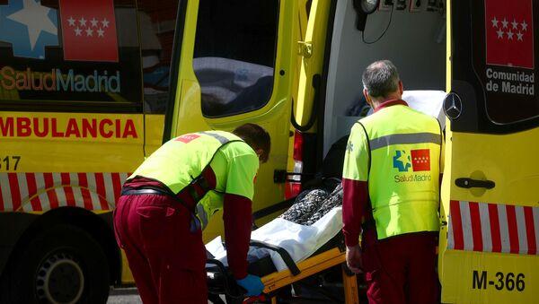 Ambulancia durante rebrote de coronavirus en España - Sputnik Mundo