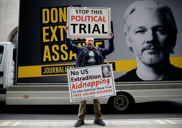 Un defensor de Julian Assange ante la Corte Criminal Central de Londres