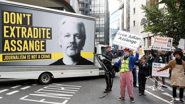 Protestas contra extradición de Assange a EEUU - Sputnik Mundo