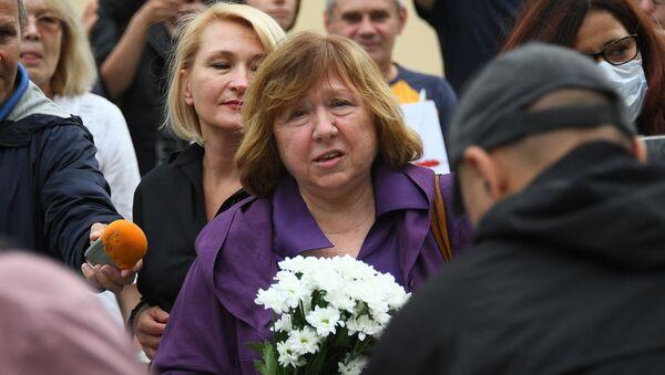 La premio nobel de literatura Svetlana Aleksievich - Sputnik Mundo
