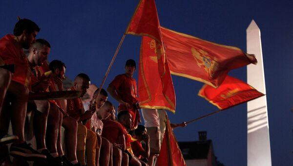 Manifestantes con banderas de Montenegro (archivo) - Sputnik Mundo