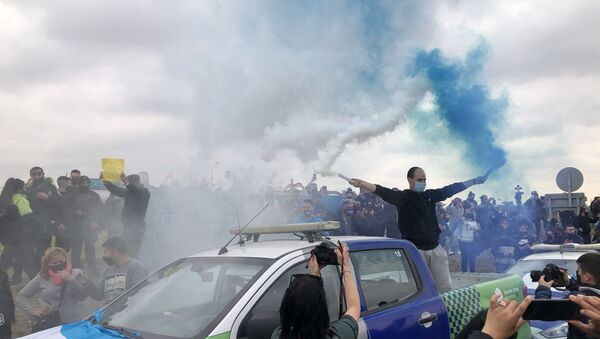 La policía bonaerense realizó manifestaciones con bengalas, ruido de sirenas y pancartas - Sputnik Mundo