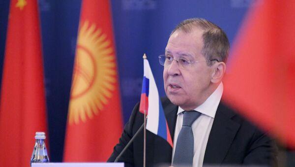 El canciller ruso, Serguéi Lavrov, en una reunión del Consejo de Ministros de Exteriores de la OCS - Sputnik Mundo
