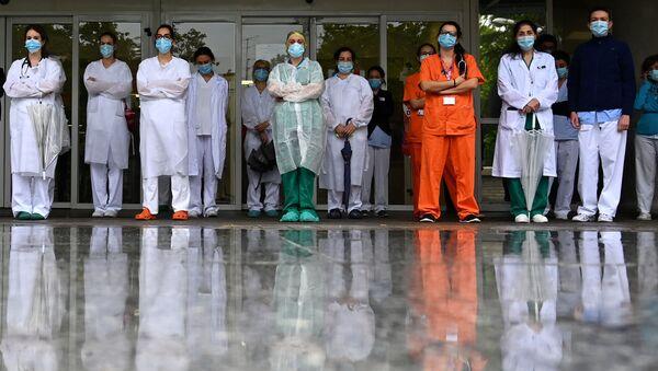 Personal sanitario del Hospital Gregorio Marañón en Madrid - Sputnik Mundo