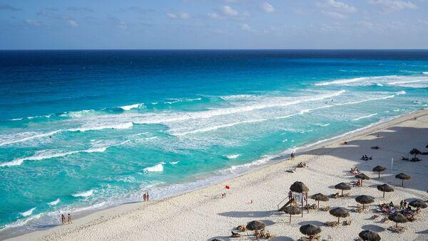 Una playa en Cancún (imágen referencial)  - Sputnik Mundo