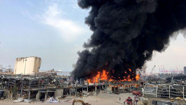 El incendio en el puerto de Beirut - Sputnik Mundo
