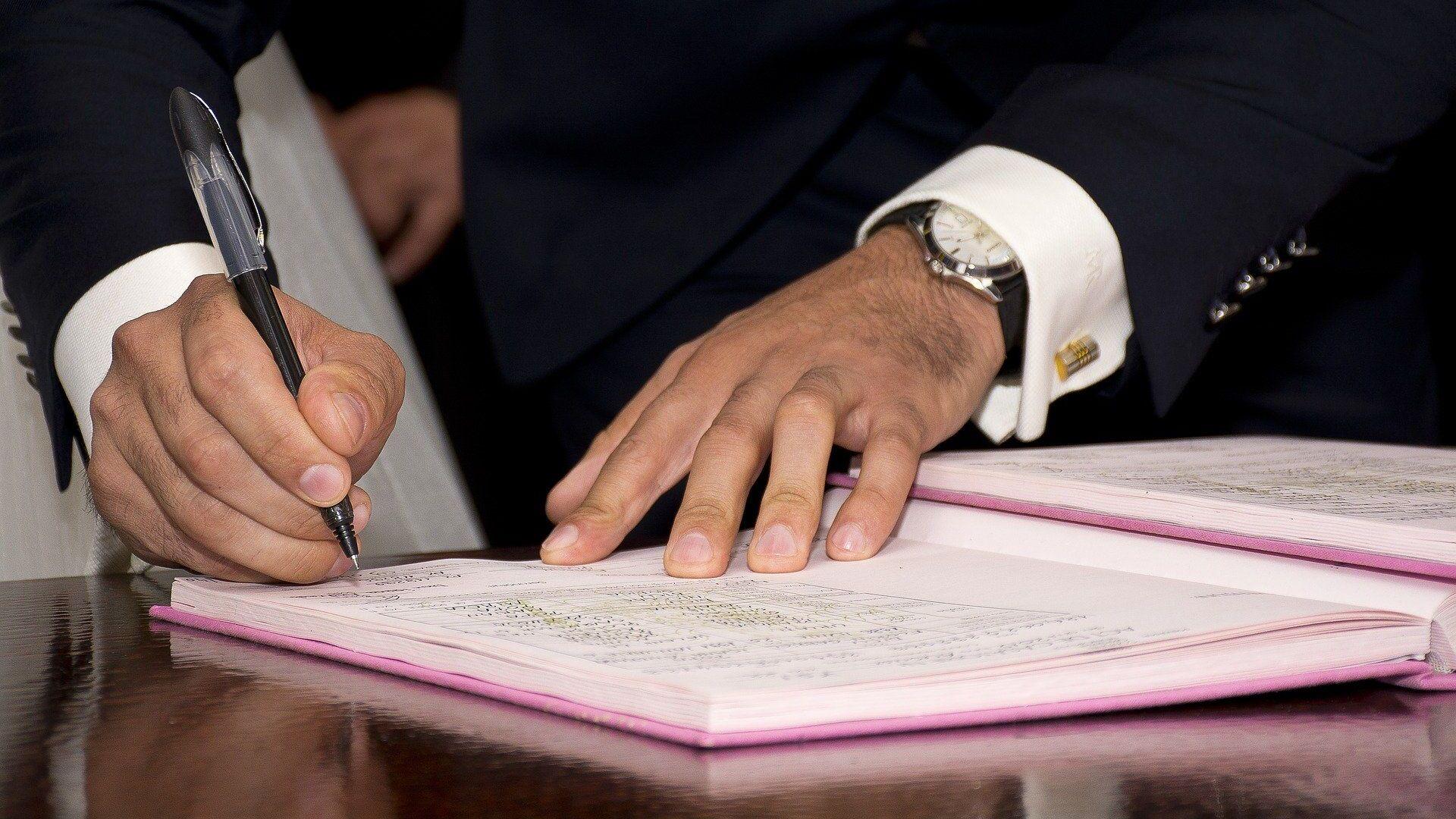 La firma de un acuerdo (imagen referencial) - Sputnik Mundo, 1920, 02.09.2021
