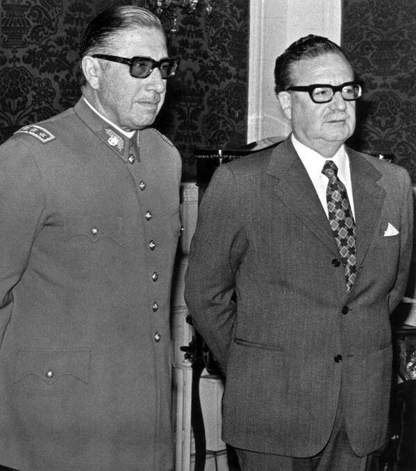 Augusto Pinochet y Salvador Allende - Sputnik Mundo
