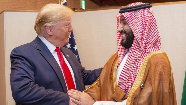 El presidente de EEUU, Donald Trump junto al príncipe heredero de Arabia Saudí, Mohammed bin Salman  - Sputnik Mundo