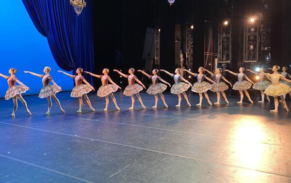 Una escena del ballet 'Paquita' en el Teatro Musical Stanislavski y el Nemiróvich-Dánchenko - Sputnik Mundo