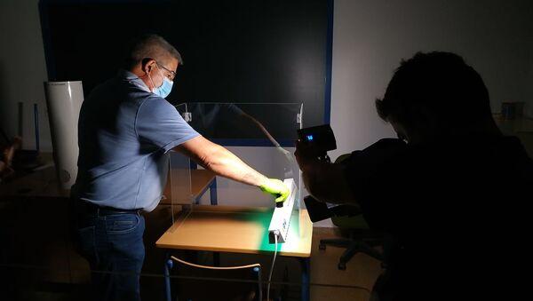 Instalación de los dispositivos en las aulas - Sputnik Mundo