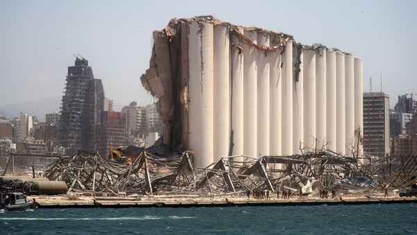 El puerto de Beirut tras la explosión de nitrato de amonio - Sputnik Mundo