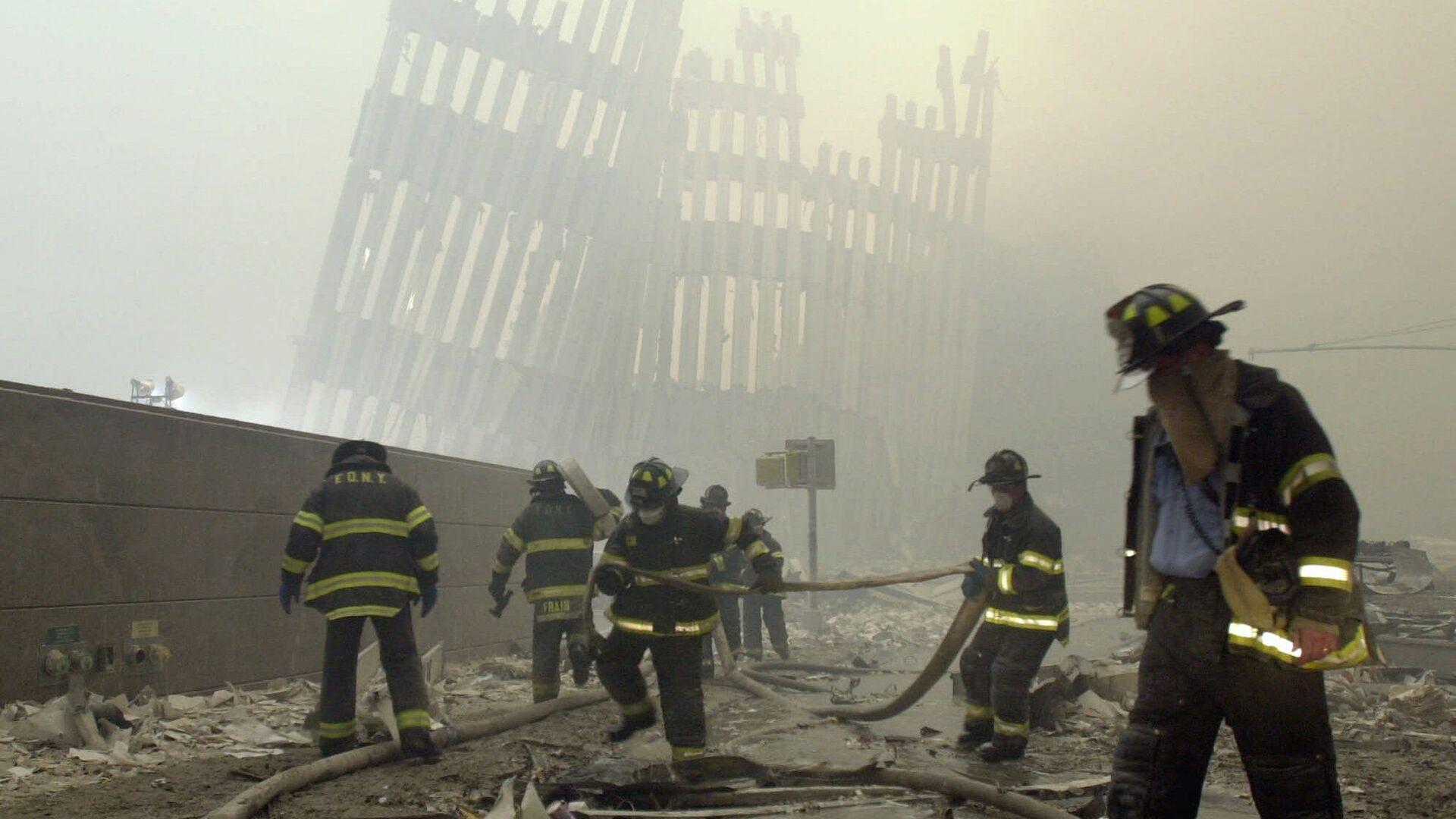 Bomberos de Nueva York trabajando en el sitio de los atentados del 11 de septiembre de 2001 - Sputnik Mundo, 1920, 10.09.2021