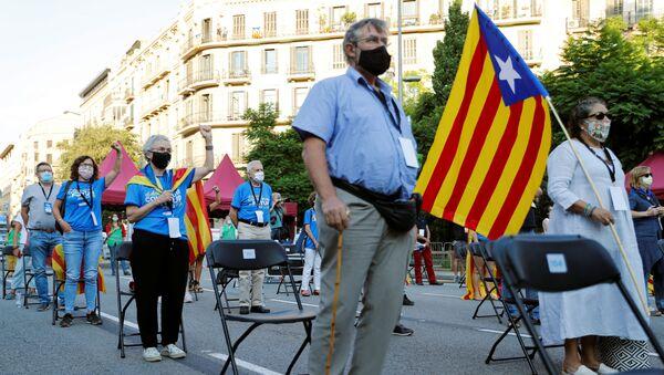 Independentistas catalanes durante la celebración de la Diada - Sputnik Mundo
