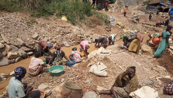 Extracción de oro en Kamituga, República Demorática del Congo - Sputnik Mundo