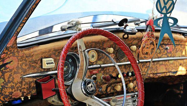 Interior de un Volkswagen Escarabajo - Sputnik Mundo