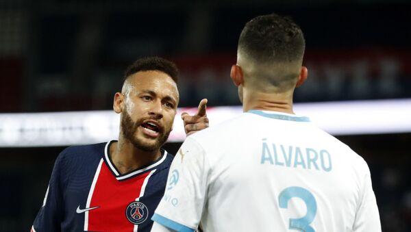 Neymar y Álvaro González durante el partido entre Paris Saint-Germain y Olympique de Marseille  - Sputnik Mundo