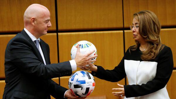 El presidente de la FIFA, Gianni Infantino, y la directora ejecutiva de la Oficina de las Naciones Unidas contra la Droga y el Delito (ONUDD), Ghada Fathi Waly - Sputnik Mundo