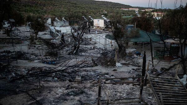 Campo de refugiados de Moria tras el incendio - Sputnik Mundo