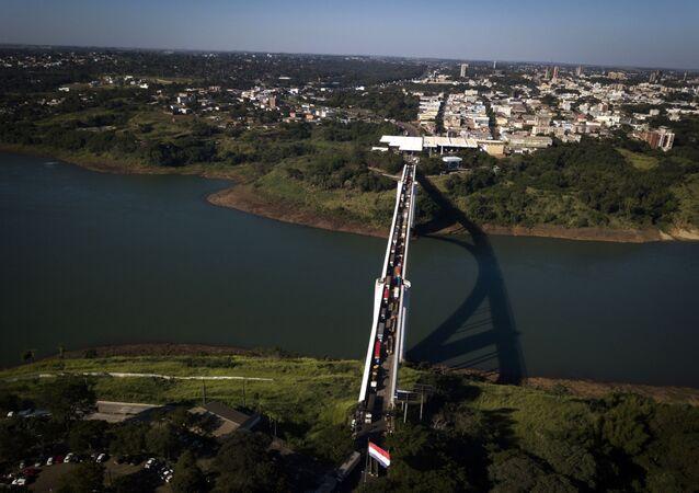Frontera entre Paraguay y Brasil en Ciudad del Este y Foz de Iguazú
