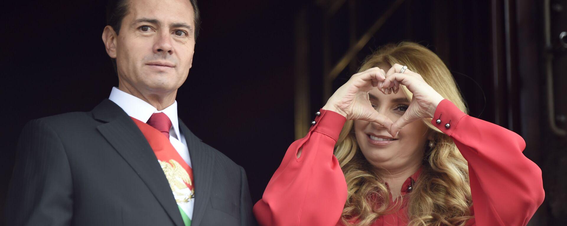 El expresidente de México, Enrique Peña Nieto, y su esposa Angelica Rivera durante la celebración del Día de la Independencia de México en 2018 - Sputnik Mundo, 1920, 15.09.2020