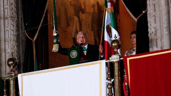 El presidente de México, Andrés Manuel López Obrador, da el Grito de la Independencia 2020 - Sputnik Mundo