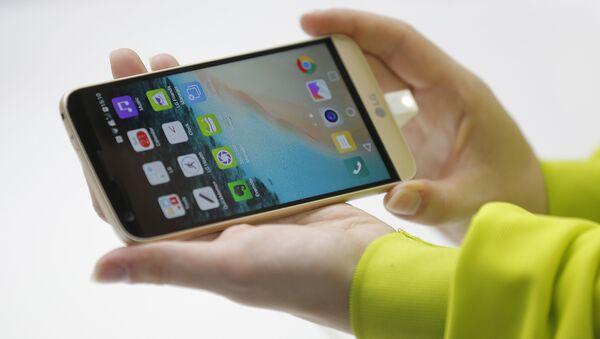 Un smartphone de LG, foto de archivo - Sputnik Mundo