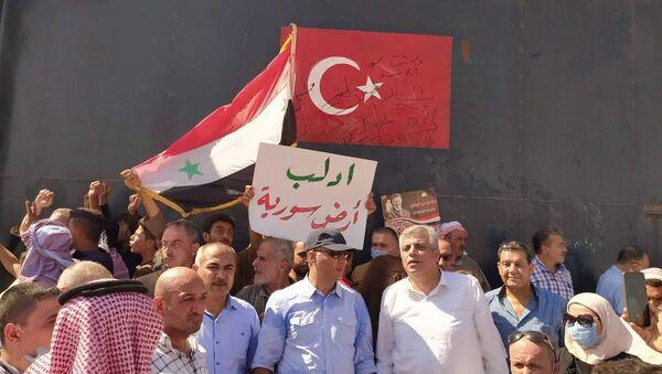 Los sirios cerca de un punto de observación turco en Idlib - Sputnik Mundo