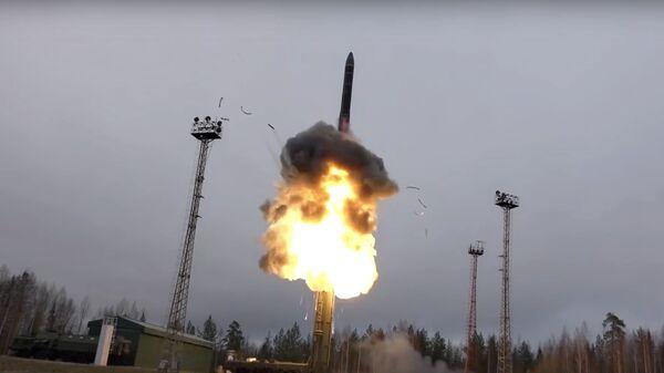 Lanzamiento de un misil nuclear (imagen referencial) - Sputnik Mundo