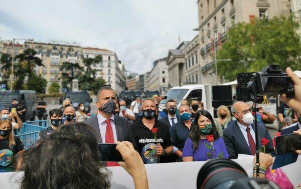 El diputado de Vox, Javier Ortega Smith, durante la concentración - Sputnik Mundo