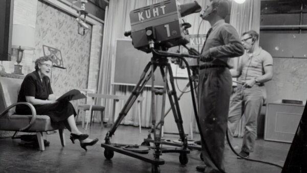 Mujer en set de televisión - Sputnik Mundo