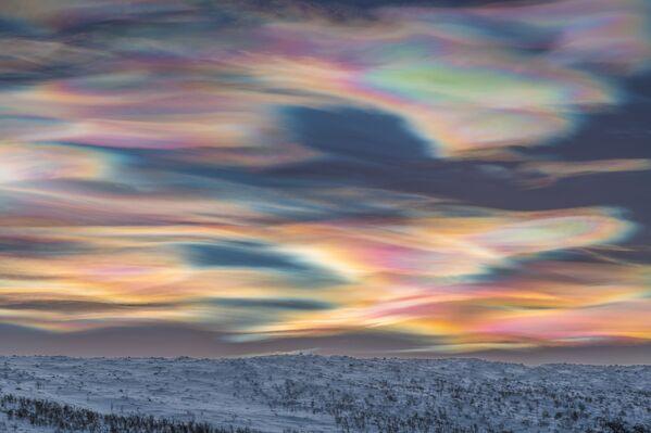 La instantánea 'Painting the Sky' ('Pintando el cielo', en español), del alemán Thomas Kast, quien ganó en la categoría 'Skyscapes'.   - Sputnik Mundo