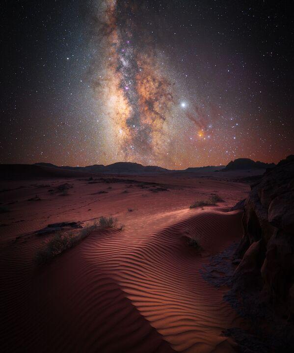 'Desert Magic' ('La magia del desierto'), de Stefan Leibermann (Alemania), quien obtuvo el segundo puesto en la categoría 'Skyscapes'.  - Sputnik Mundo