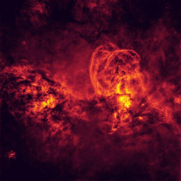 La foto 'Cosmic Inferno' ('Infierno cósmico'), del australiano Peter Ward, ganador en la categoría 'Stars and Nebulae' del concurso.    - Sputnik Mundo