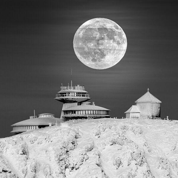 La foto 'Moon Base' ('Base lunar'), del fotógrafo polaco Daniel Koszela, de la categoría 'Our Moon'.  - Sputnik Mundo