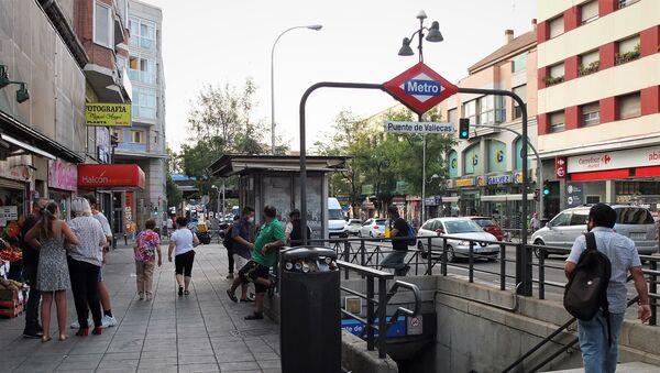 Entrada al metro en Puente de Vallecas - Sputnik Mundo