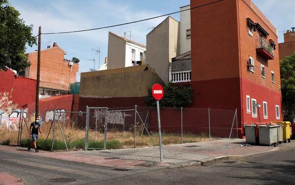 Edificios y descampado en el barrio de Vallecas (Madrid) - Sputnik Mundo