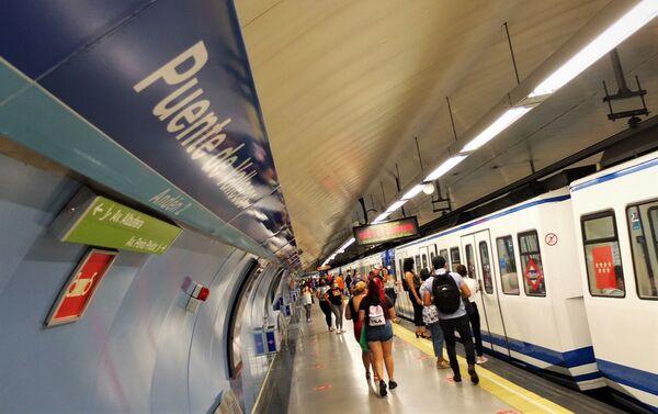 Andén de una estación de metro en Vallecas (Madrid) - Sputnik Mundo