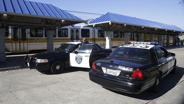 Vehículos policiales en Sacramento, foto de archivo - Sputnik Mundo