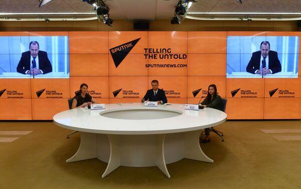 El canciller ruso, Serguéi Lavrov, durante la entrevista con Sputnik - Sputnik Mundo