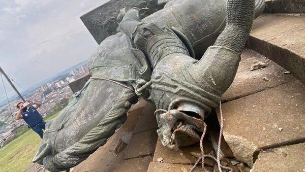 Estatua de Sebastián de Belalcázar derribada en Colombia - Sputnik Mundo