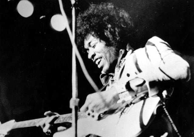 Jimi Hendrix, guitarrista y cantante estadounidense