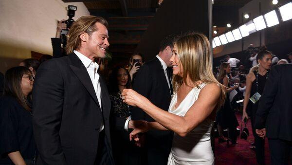 Brad Pitt y Jennifer Aniston en una entrega de premios en enero de 2020 - Sputnik Mundo