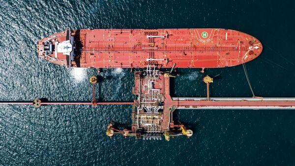Un petrolero ruso cerca de un terminal - Sputnik Mundo