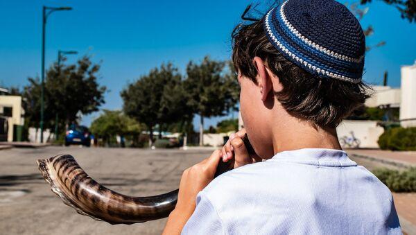 Niño judío con shofar - Sputnik Mundo