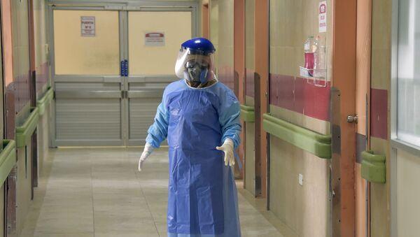 Médico en un hospital de Quito, Ecuador - Sputnik Mundo