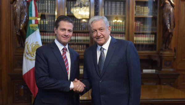 El expresidente Enrique Peña Nieto y el presidente de México Andrés Manuel López Obrador (archivo) - Sputnik Mundo