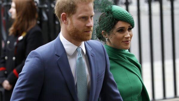 El príncipe Harry y su esposa, Meghan (archivo) - Sputnik Mundo